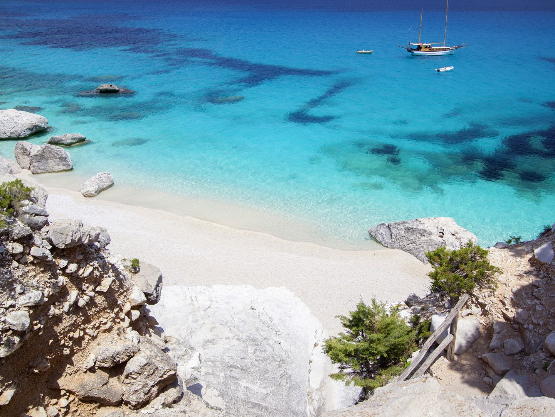 10 лучших пляжей Европы Cala-goloritze-Sardinia
