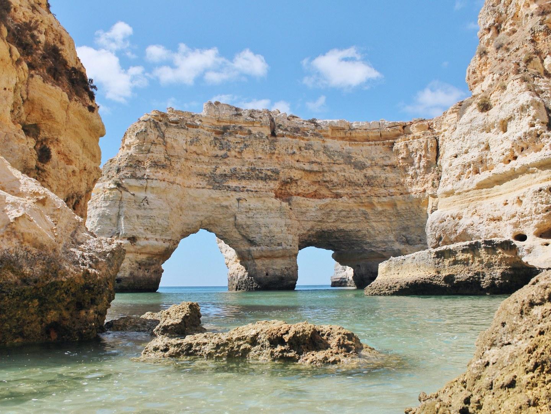 10-лучших-пляжей-Европы-Praia-Da-Marinha-portugal