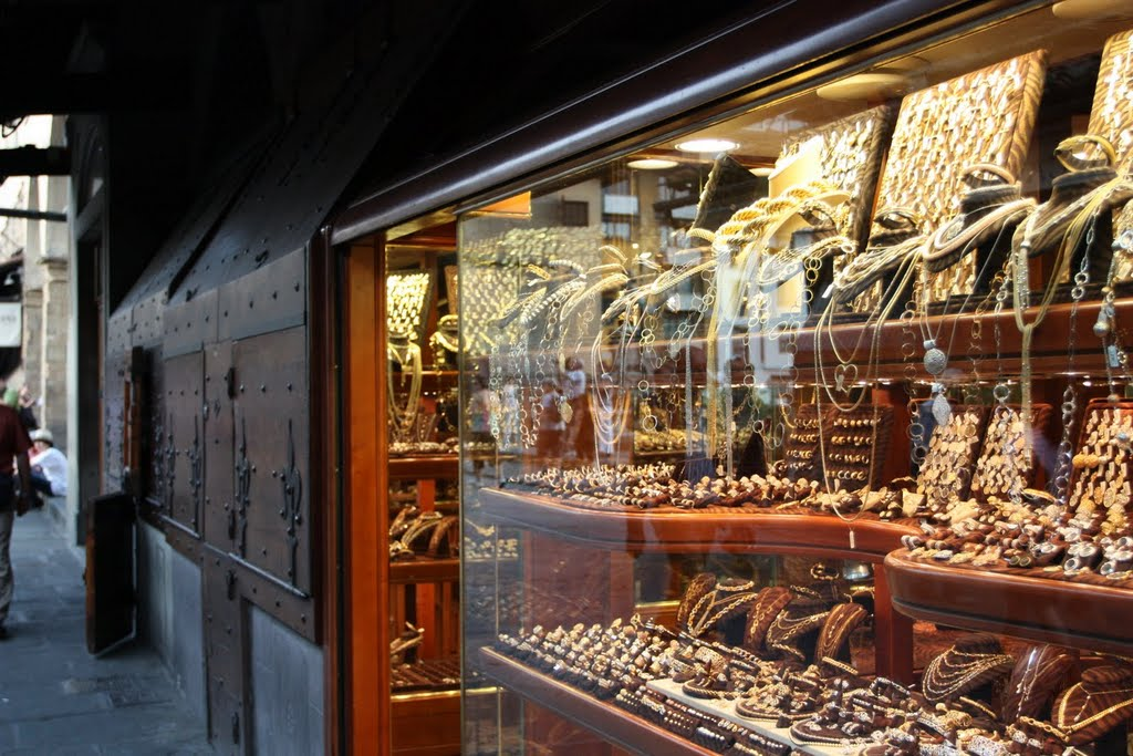 Ювелирные лавки на Понте Веккио - топ достопримечательностей Флоренции