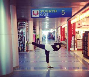 Йога в аэропорту 1
