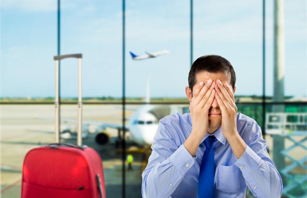 Почему люди часто плачут в самолете