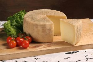 Сыр пекорино (pecorino di Monte Poro)