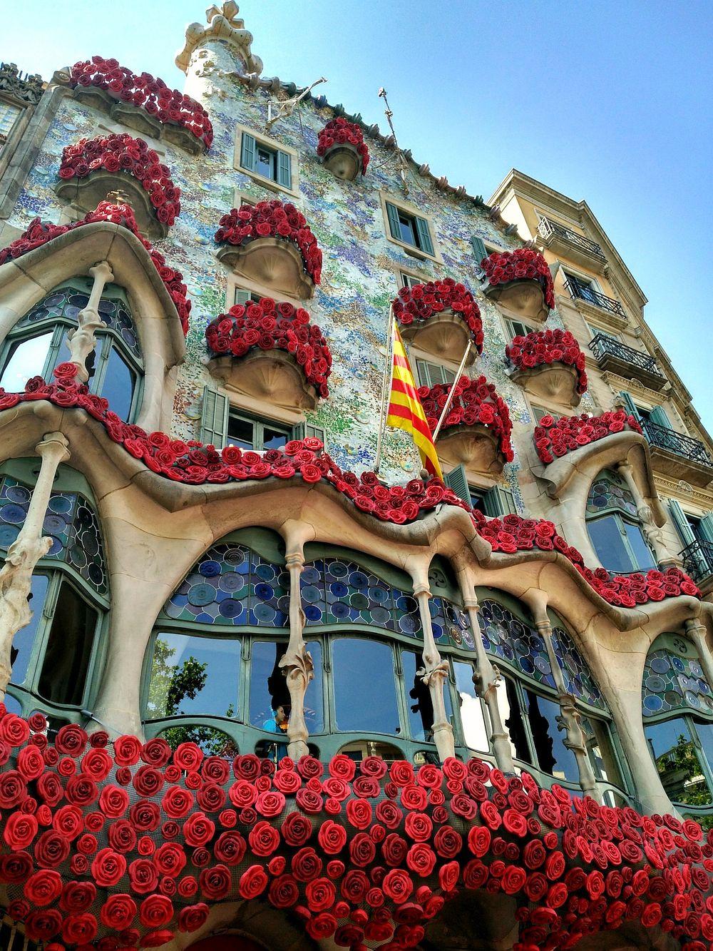 Фасад здания в Барселоне