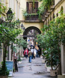Старая улица Барселоны